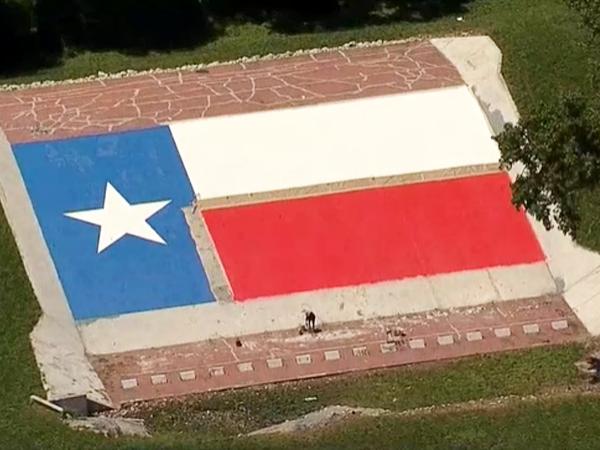 giant texas flag mural dallas 1