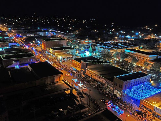 merry wells christmas festival mineral wells tx downtown